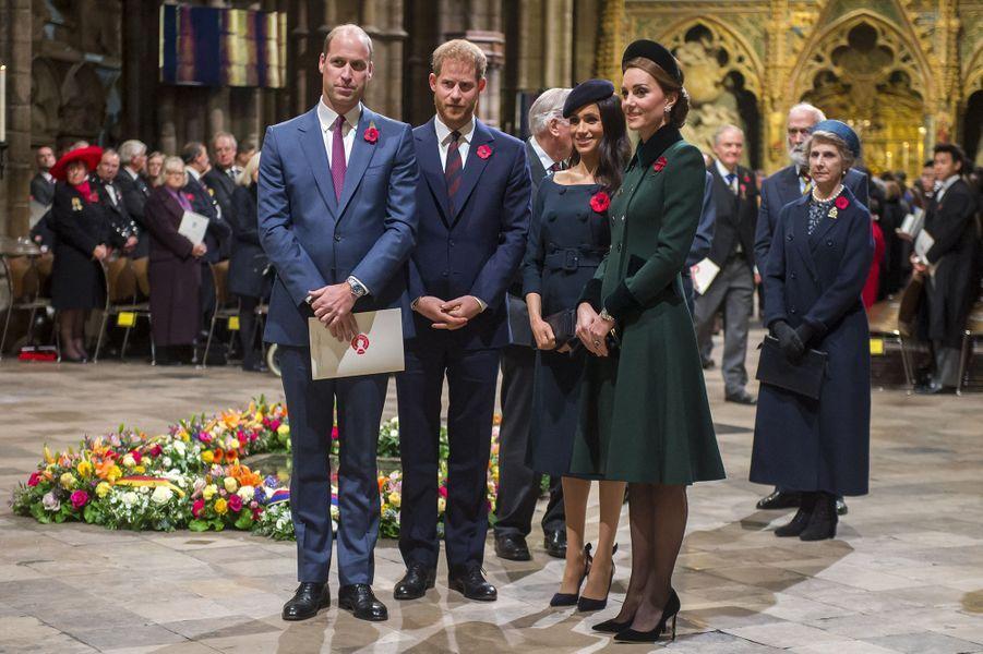 William, Harry, Meghan et Kate lors du service commémoratif en l'abbaye de Westminster pour le centenaire de la fin de la Première Guerre mondiale à Londres le 11 novembre 2018