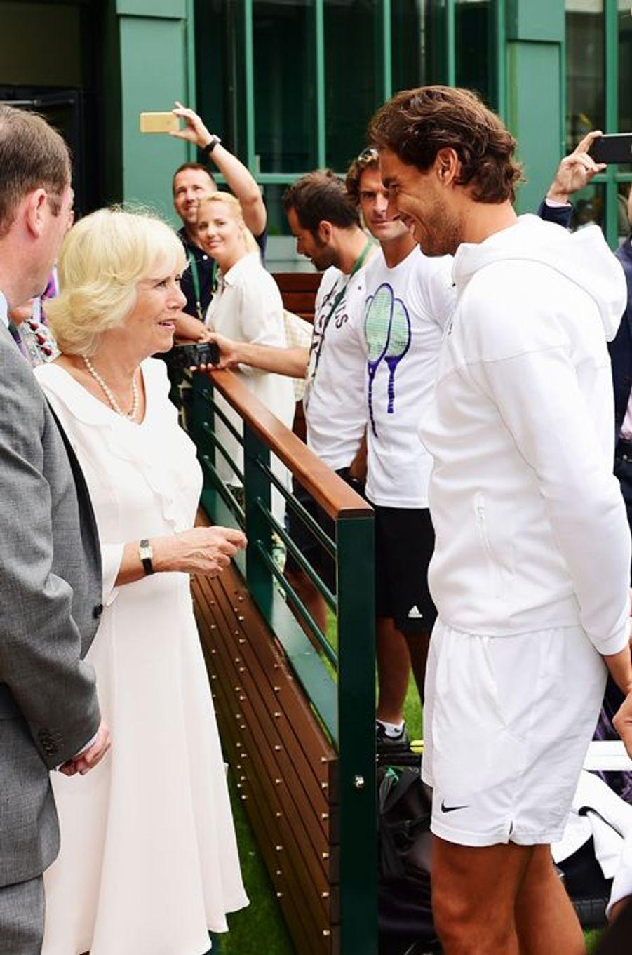 La duchesse de Cornouailles Camilla avec Rafael Nadal à Wimbledon, le 2 juillet 2015