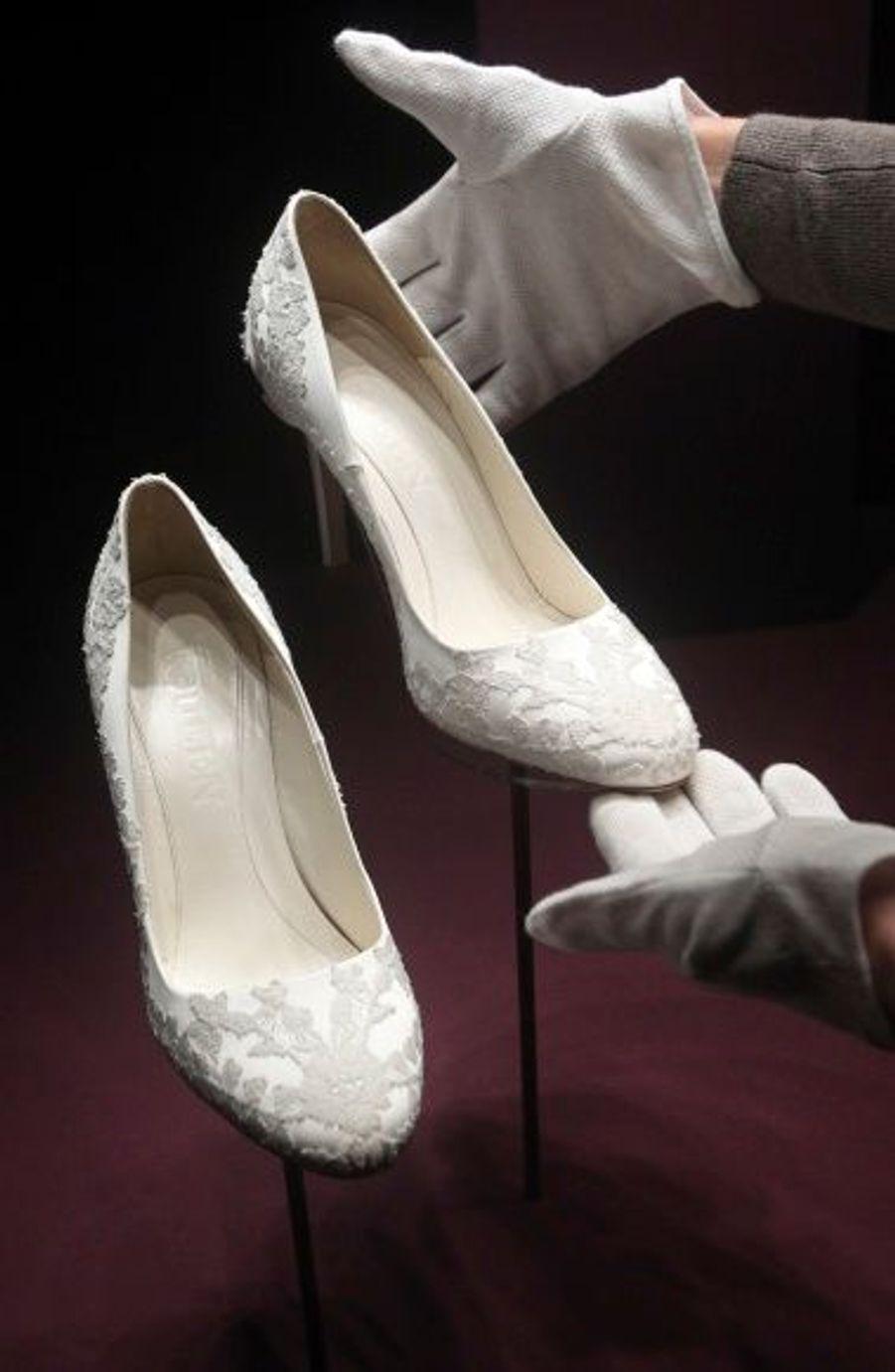 Les chaussures de la mariée ont également été dessinées par la maison Alexander McQueen.