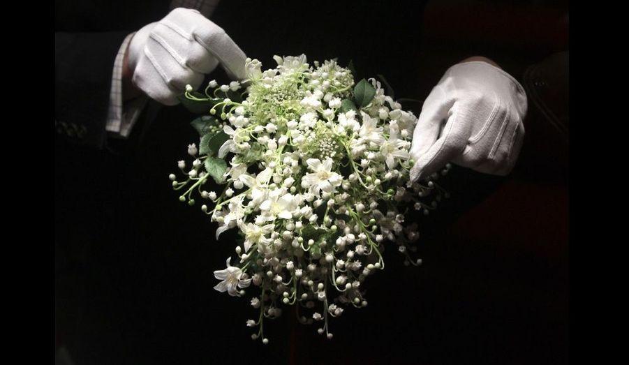 Le bouquet de la mariée était composé de fleurs de muguet -œillets de poète appelés Sweet Will-, de jacinthes, de myrte et de lierre, fraîchement cueillies sur les terres appartenant à Elizabeth II.
