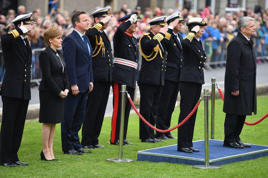 La princesse Anne avec Joachim Gauck et David Cameron à Kirkwall, le 31 mai 2016