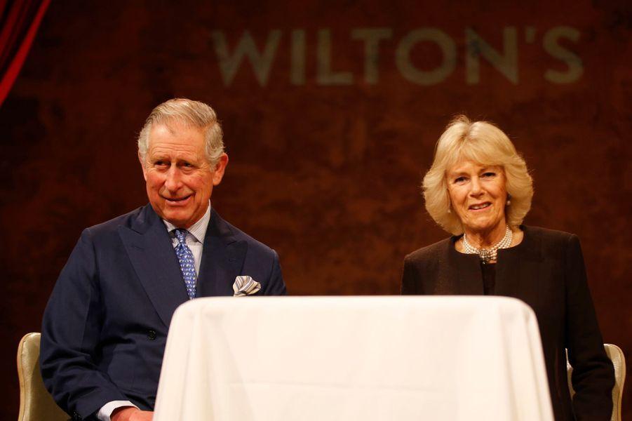 Le prince Charles et la duchesse de Cornouailles Camilla au Wilton's Music Hall à Londres, le 28 janvier 2016