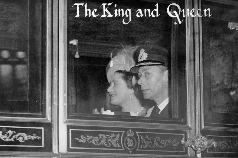 Les parents de la mariée, le roi George VI et la reine consort Elizabeth, à Londres le 20 novembre 1947
