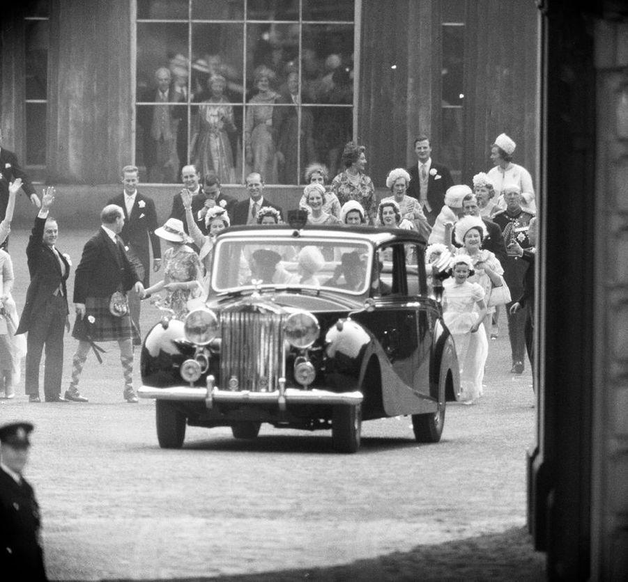 La princesse Margaret et Antony Armstrong-Jones partent pour leur lune de miel, le 6 mai 1960