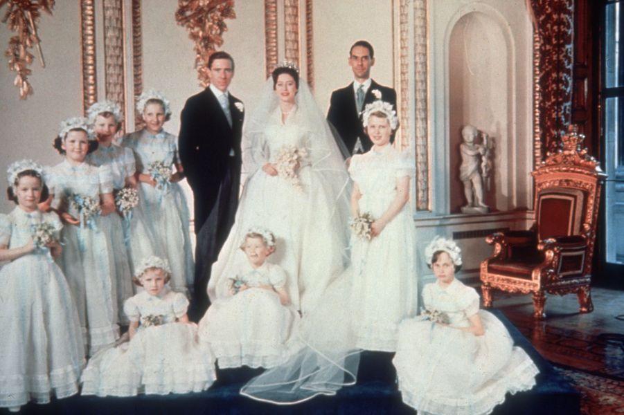 La princesse Margaret et Antony Armstrong-Jones, le 6 mai 1960 jour de leur mariage, avec leurs demoiselles d'honneur