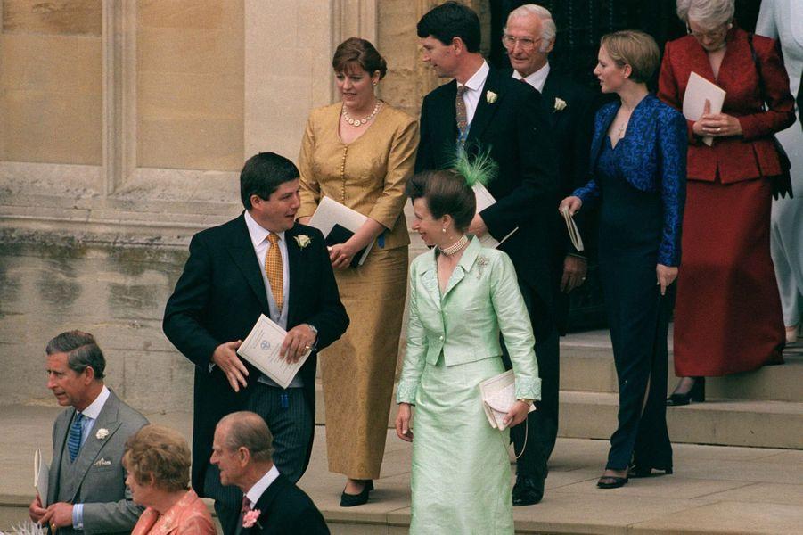 La princesse Anne suivie de son second mari Timothy Laurence et de sa fille Zara Phillips à Windsor, le 19 juin 1999