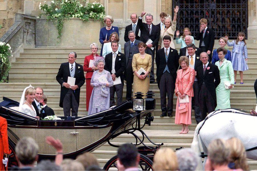 Sophie Rhys-Jones et le prince Edward et la famille royale britannique à Windsor, le 19 juin 1999