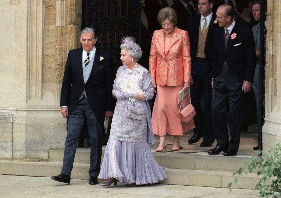La reine Elizabeth II et le prince Philip avec les parents de Sophie Rhys-Jones à Windsor, le 19 juin 1999