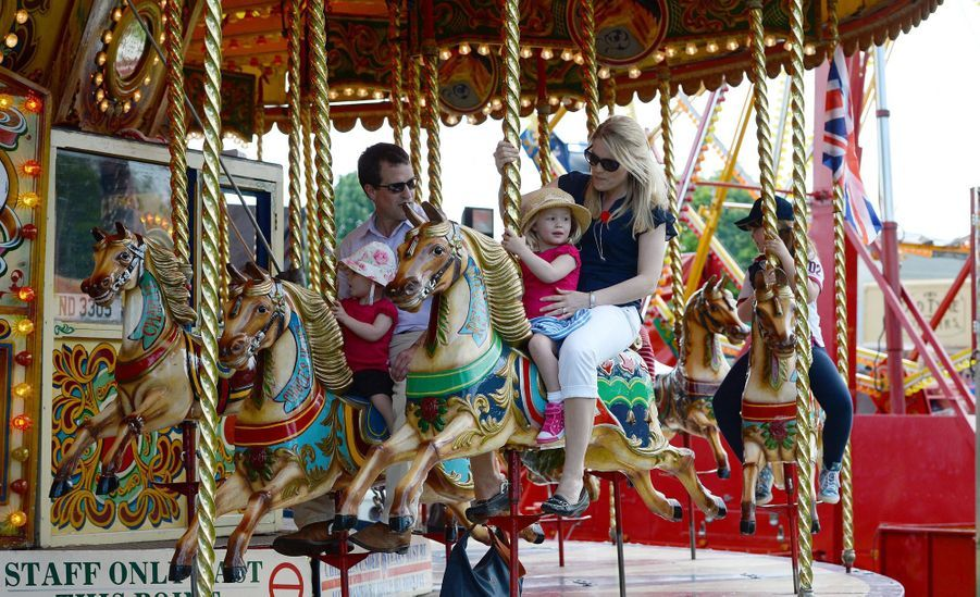Peter et Autumn Phillips avec leurs filles Savannah et Isla, le 17 mai 2014