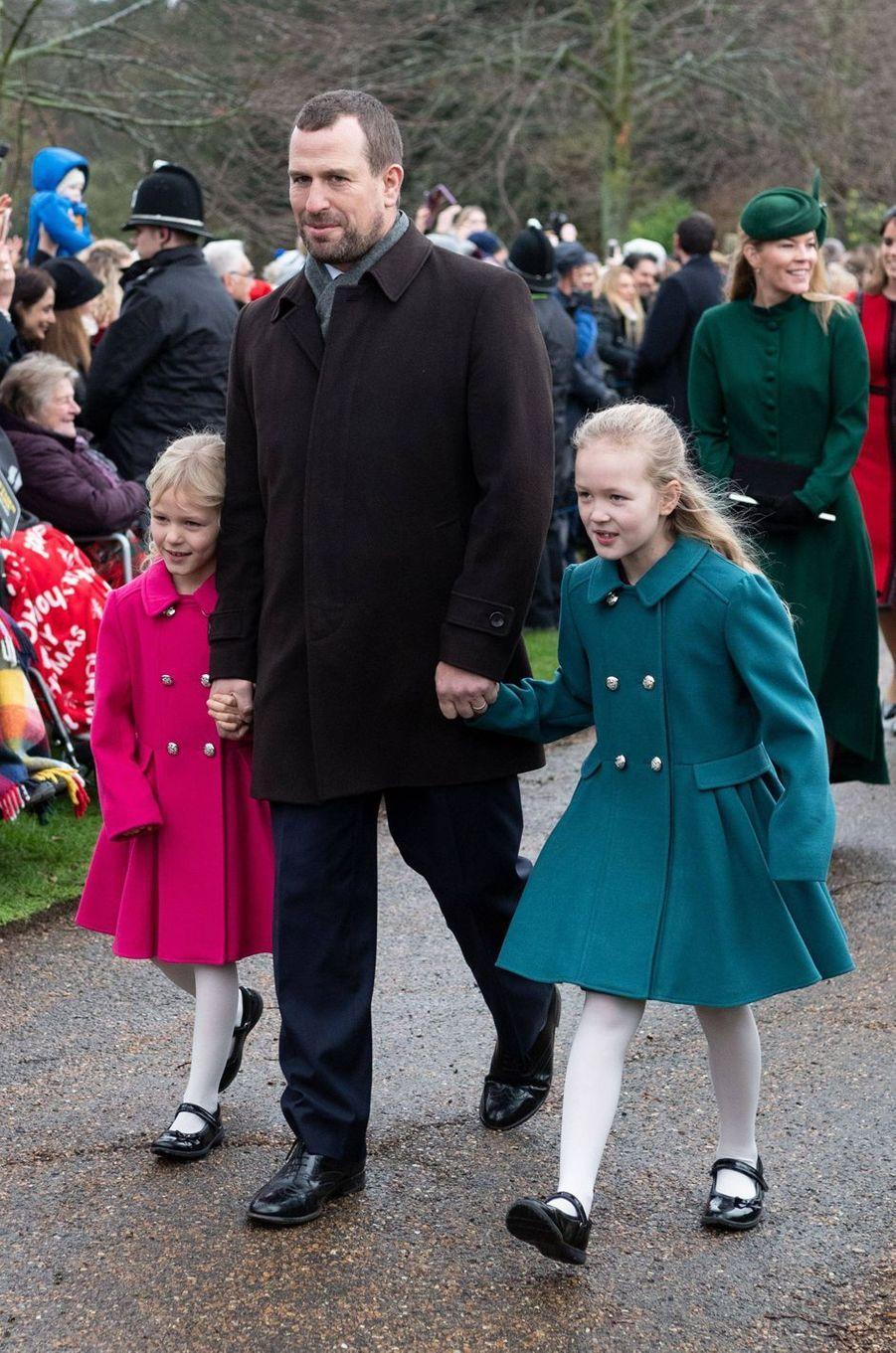 Peter et Autumn Phillips avec leurs filles Savannah et Isla à Sandringham, le 25 décembre 2018