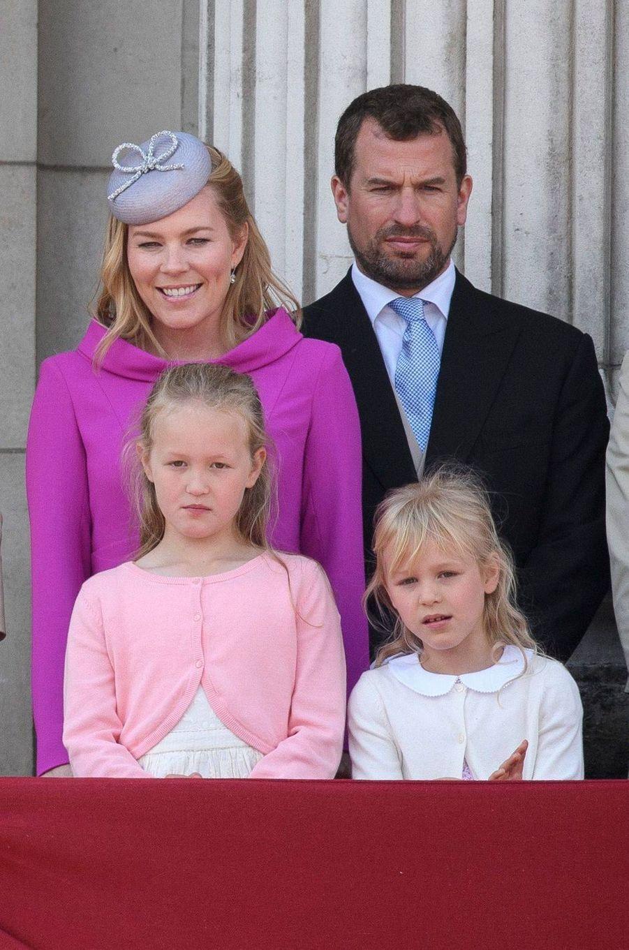 Peter et Autumn Phillips avec leurs filles Savannah et Isla au balcon de Buckingham Palace, le 8 juin 2019