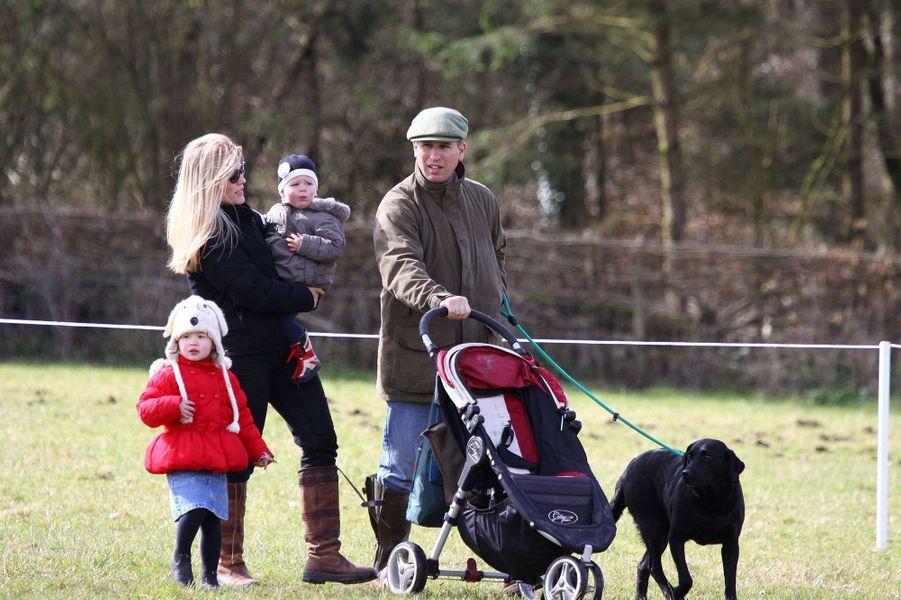 Peter et Autumn Phillips avec leurs filles Savannah et Isla, le 22 mars 2014