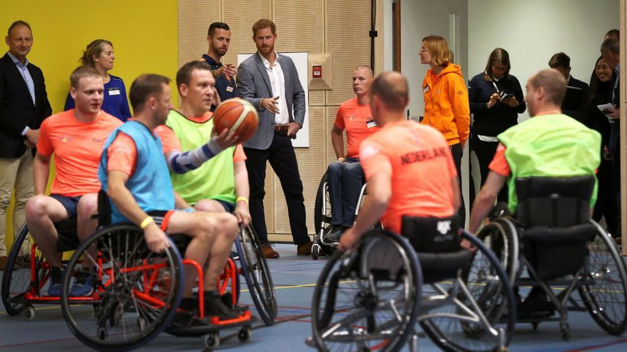 Le prince Harry en visite à La Haye, aux Pays-Bas, pour les préparatifs des Invictus Games, le 9 mai 2019