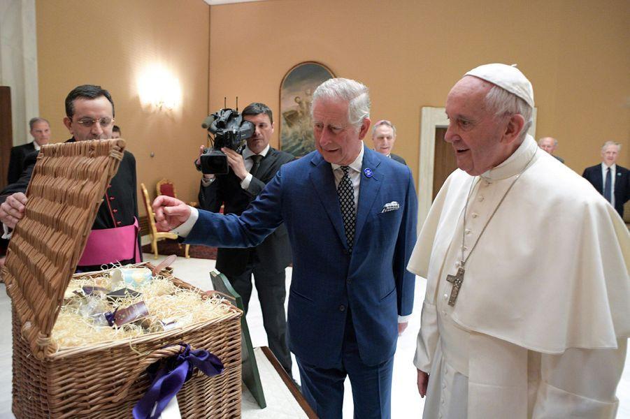 Le prince Charles avec le pape François au Vatican, le 4 avril 2017