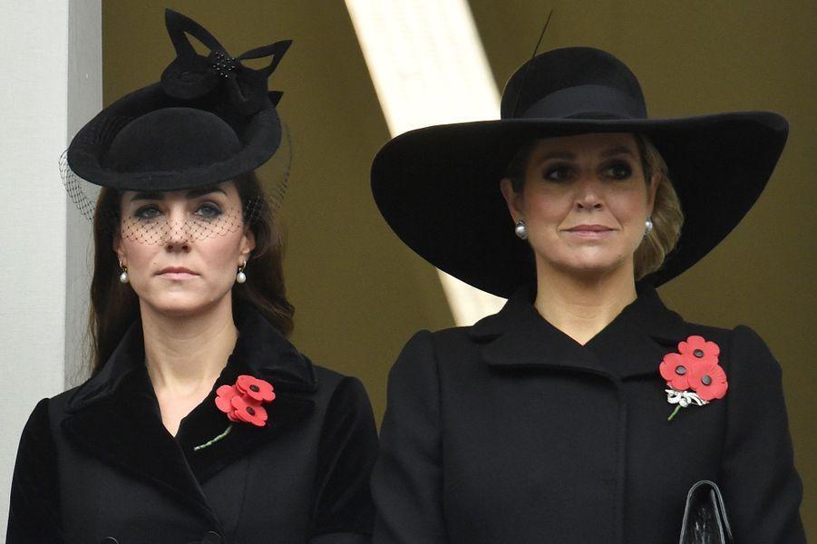 La duchesse de Cambridge Kate avec la reine Maxima des Pays-Bas à Londres, le 8 novembre 2015