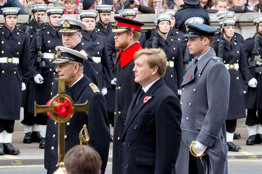 La famille royale britannique avec le roi Willem-Alexander des Pays-Bas au Cénotaphe à Londres, le 8 novembre 2015