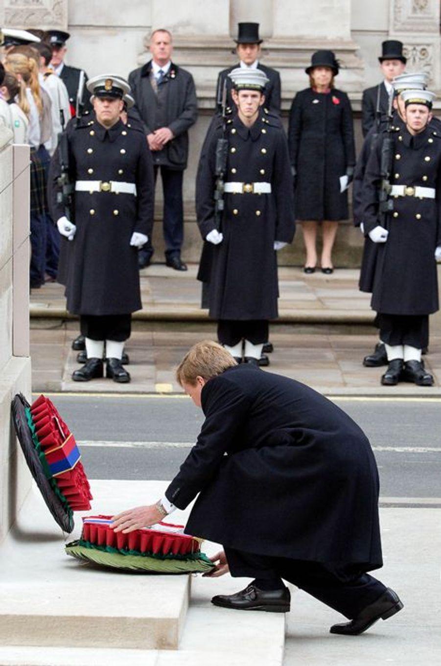 Le roi Willem-Alexander des Pays-Bas au Cénotaphe à Londres, le 8 novembre 2015