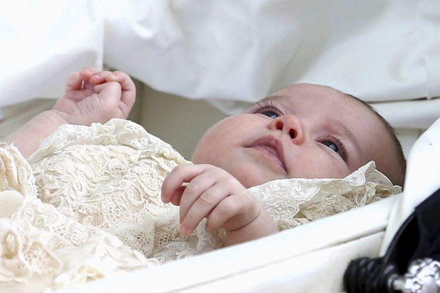La princesse Charlotte lors de son baptême à Sandringham, le 5 juillet 2015