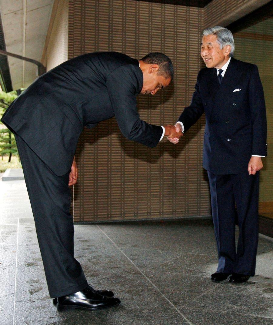 Barack Obama et l'empereur Akihito du Japon à Tokyo en novembre 2009