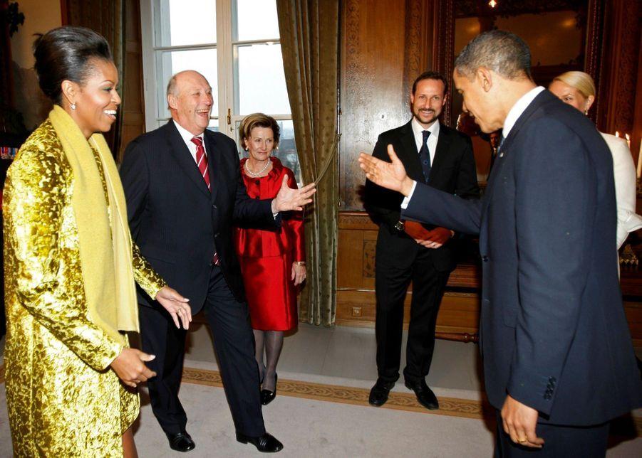 Barack Obama et Michelle avec le roi Harald de Norvège, son épouse la reine Sonja, le prince Haakon et la princesse Mette-Marit à l'occasion du p...