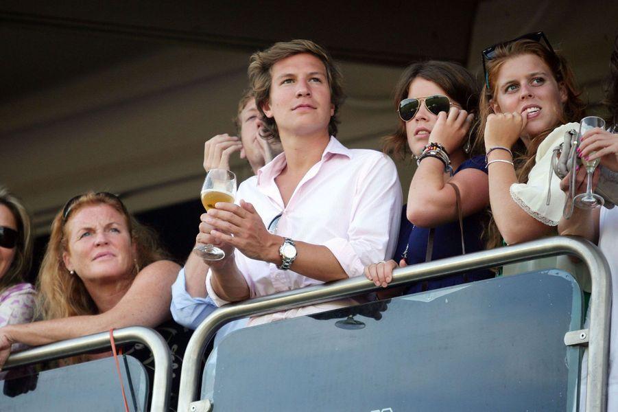 Aux côtés de Sarah Ferguson, le couple assiste à une compétition de polo, en 2008