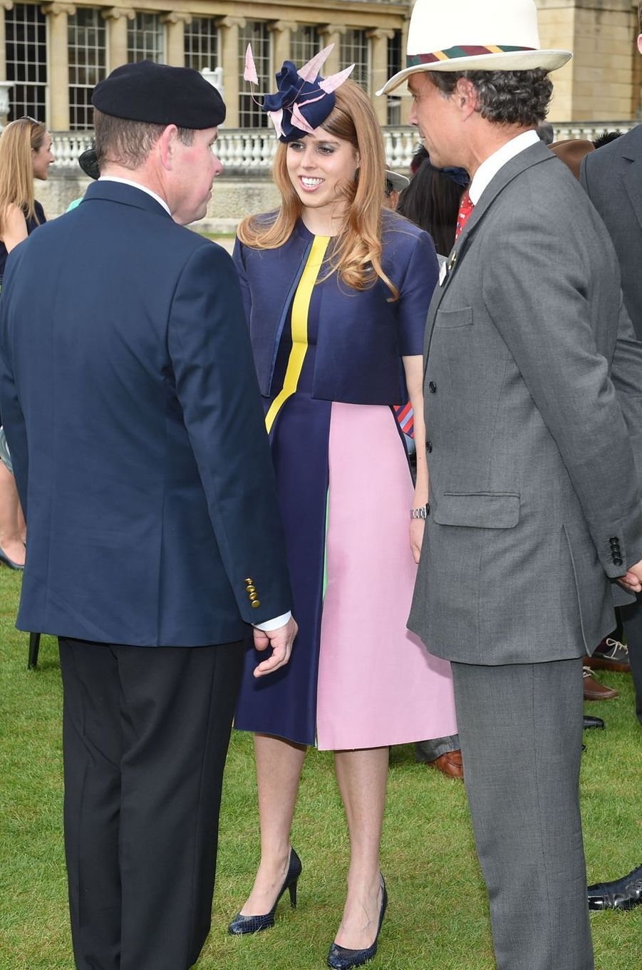 La princesse Beatrice d'York dans les jardins de Buckingham Palace, le 26 mai 2016