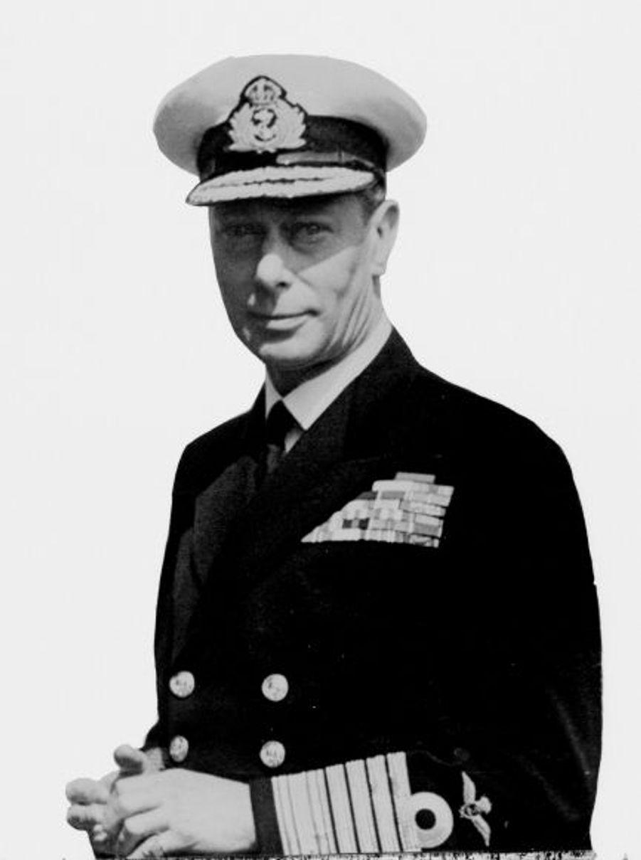 Second fils de George V, Albert Frederick Arthur George, né le 14 décembre 1895 - 6 février 1952), a fait ses classes militaires au Royal Naval College d'Osborne puis au Royal Naval College de Dartmouth. Promu aspirant, il a servi dans l'armée britannique, notamment lors de la Première Guerre mondiale.