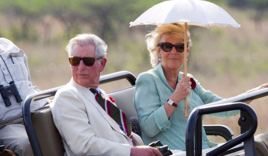 Le prince de Galles et la duchesse de Cornouailles continuent leur périple à travers l'Afrique du Sud. Après avoir parcouru la savane, Charles et Camilla sont allés à la rencontre du peuple zoulou.