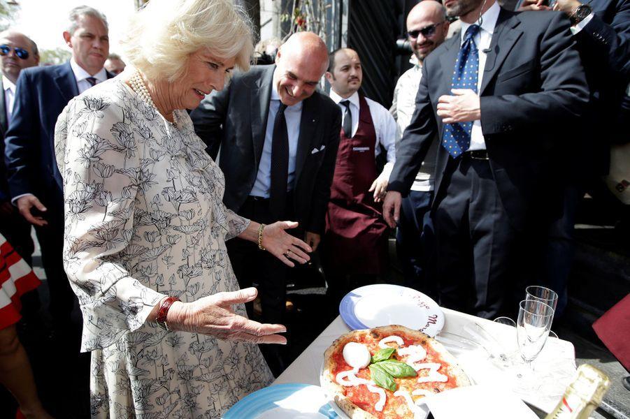 La duchesse de Cornouailles Camilla a eu une pizza à son nom à Naples, le 1er avril 2017