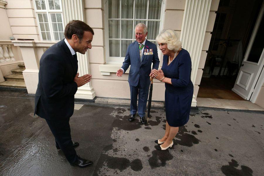 La duchesse de Cornouailles Camilla et le prince Charles accueillent Emmanuel Macron à Clarence House à Londres, le 18 juin 2020