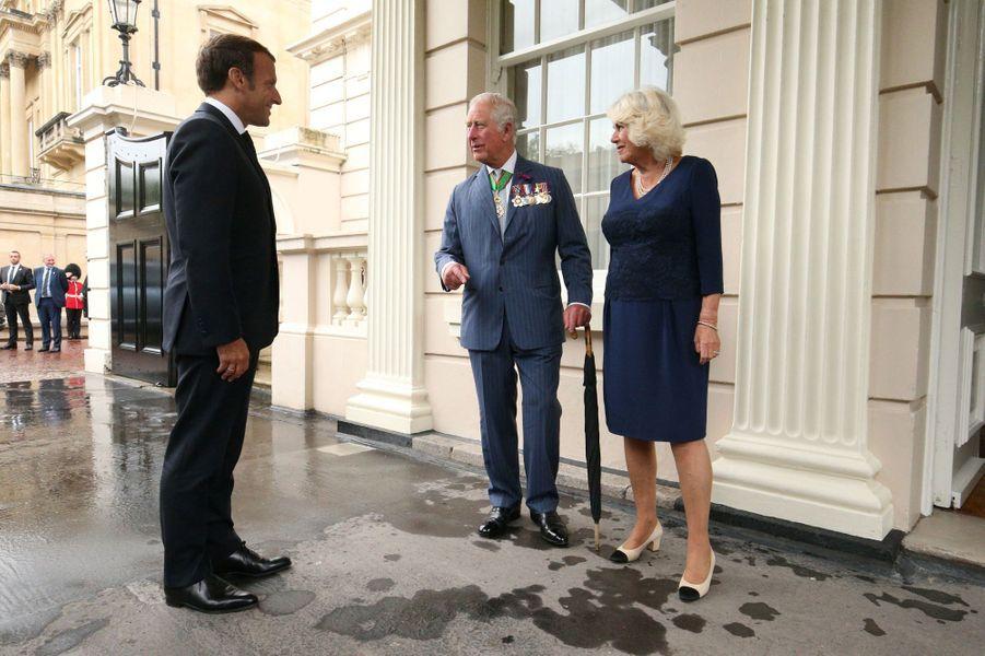 La duchesse de Cornouailles Camilla et le prince Charles avec Emmanuel Macron à Clarence House à Londres, le 18 juin 2020