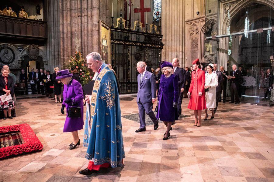 La reine Elizabeth II suivie de la duchesse de Cornouailles Camilla à Londres, le 11 mars 2019