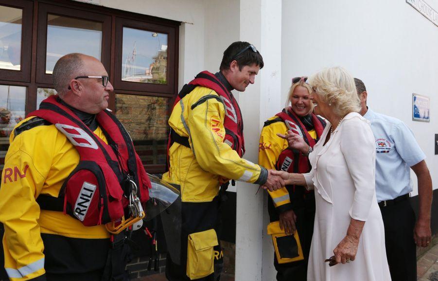 Camilla en visite sur le port de la ville de Cowes, sur l'île de Wight, mardi 24 juillet.