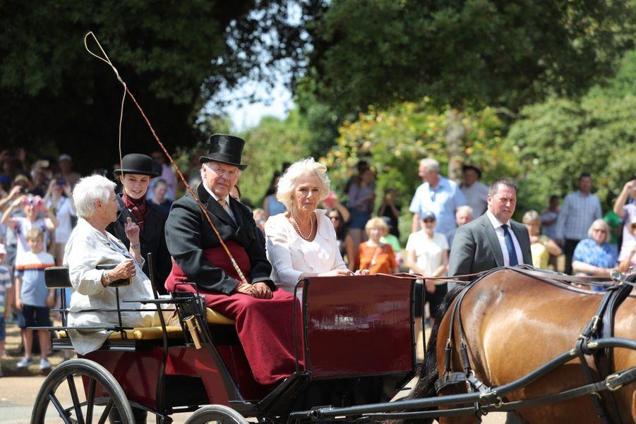 Camilla et Judi Dench visitent la Osborne House, la maison de vacances de la reine Victoria sur l'île de Wight, mardi 24 juillet.