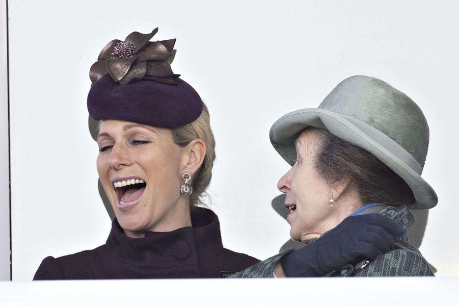 Zara Phillips et sa mère la princesse Anne au Cheltenham Festival, le 13 mars 2020