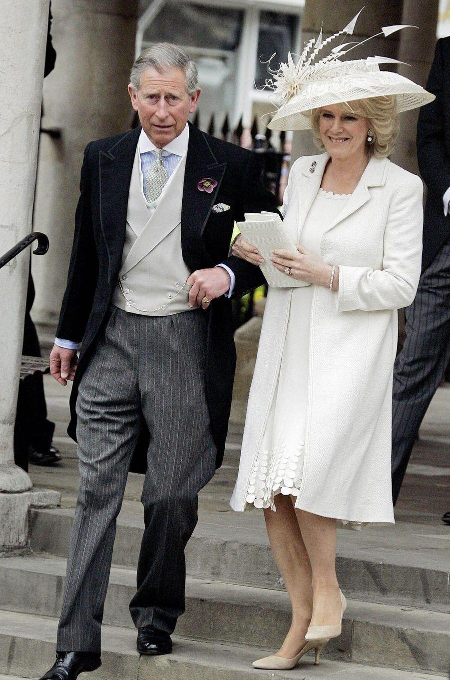 La tenue de Camilla Parker Bowles lors de son mariage civil avec le prince Charles, le 9 avril 2005