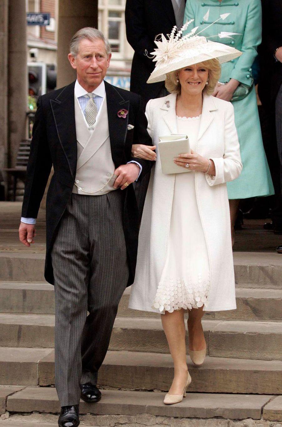 La tenue de Camilla Parker Bowles pour son mariage civil avec le prince Charles, le 9 avril 2005