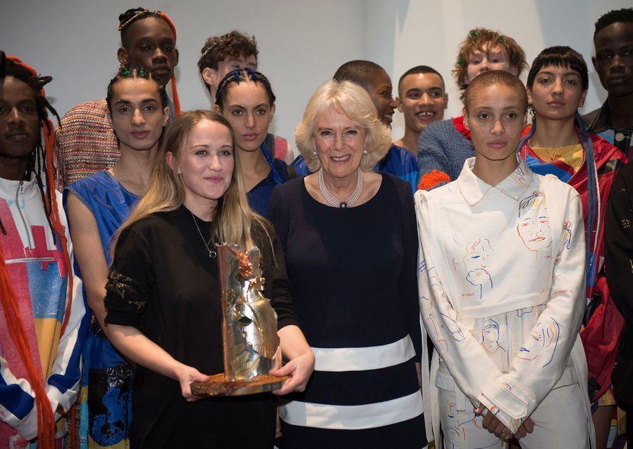 La duchesse de Cornouailles Camilla à la Fashion Week à Londres, le 19 février 2019