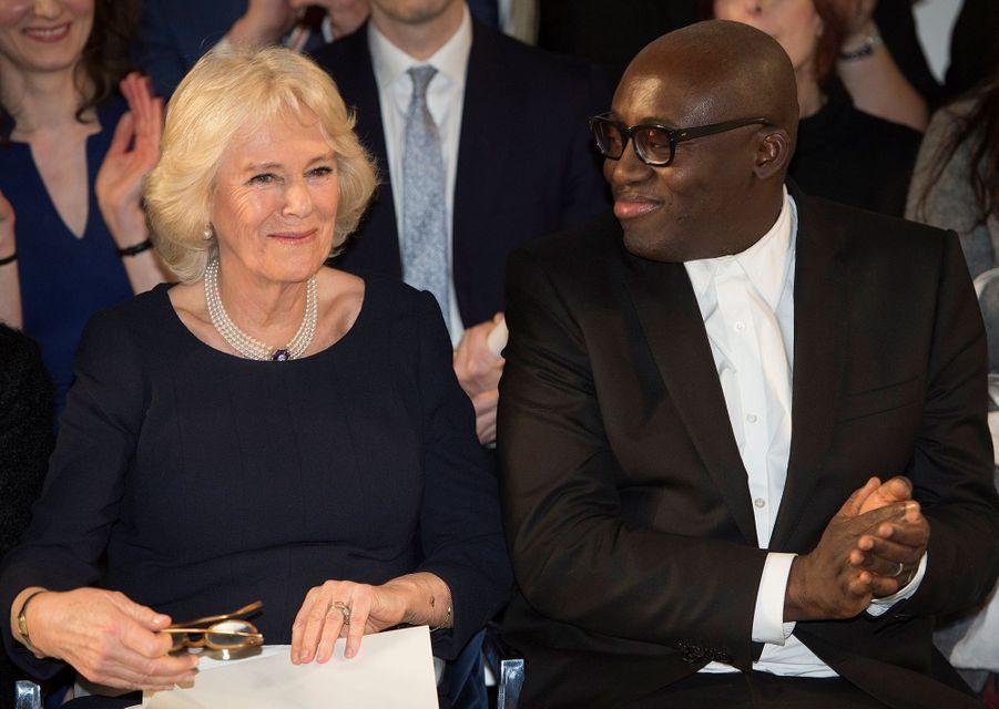 """Camilla, la duchesse de Cornouailles, avec Edward Enninful, le rédacteur en chef de l'édition britannique de """"Vogue"""", à Londres le 19 février 2019"""