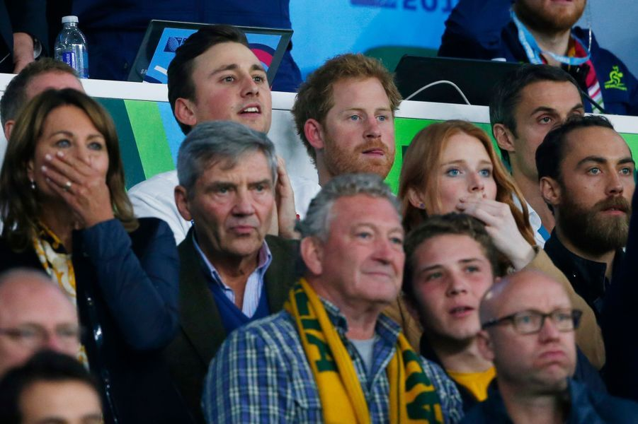Carole, Michael et James Middleton avec le prince Harry au stade de Twickenham à Londres, le 3 octobre 2015