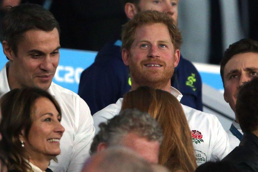 Carole Middleton avec le prince Harry au stade de Twickenham à Londres, le 3 octobre 2015