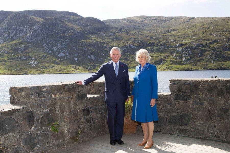 Le prince Charles et la duchesse de Cornouailles Camilla dans le parc national de Glenveagh, le 25 mai 2016