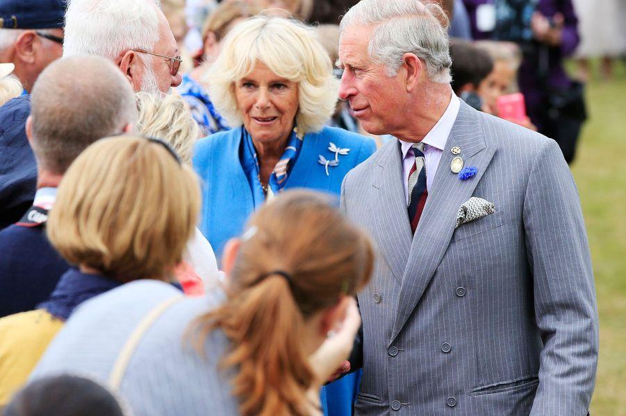 Charles et Camilla surpris par un aigle