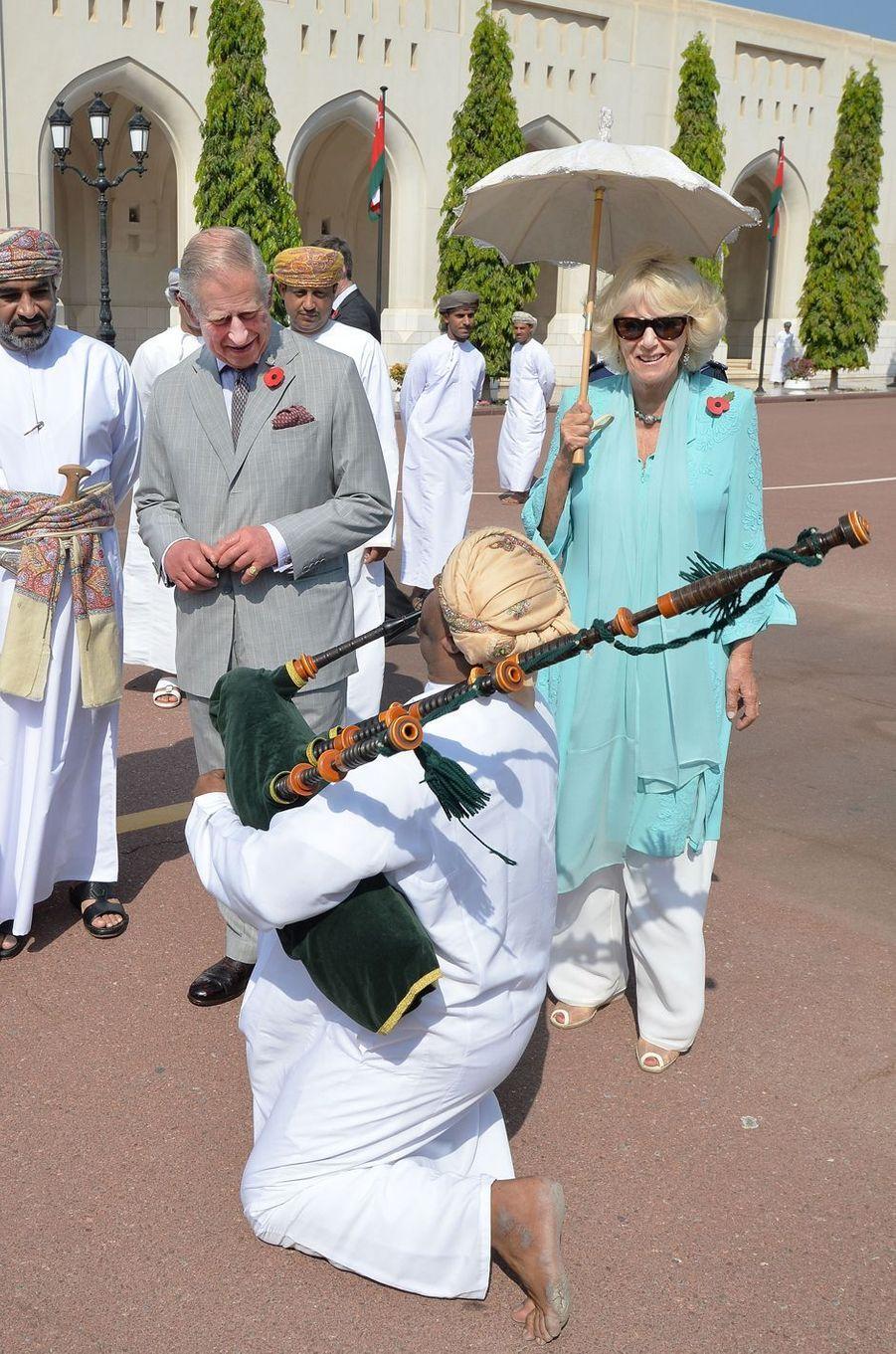 Le prince Charles et la duchesse de Cornouailles Camilla à Mascate au Sultanat d'Oman, le 5 novembre 2016