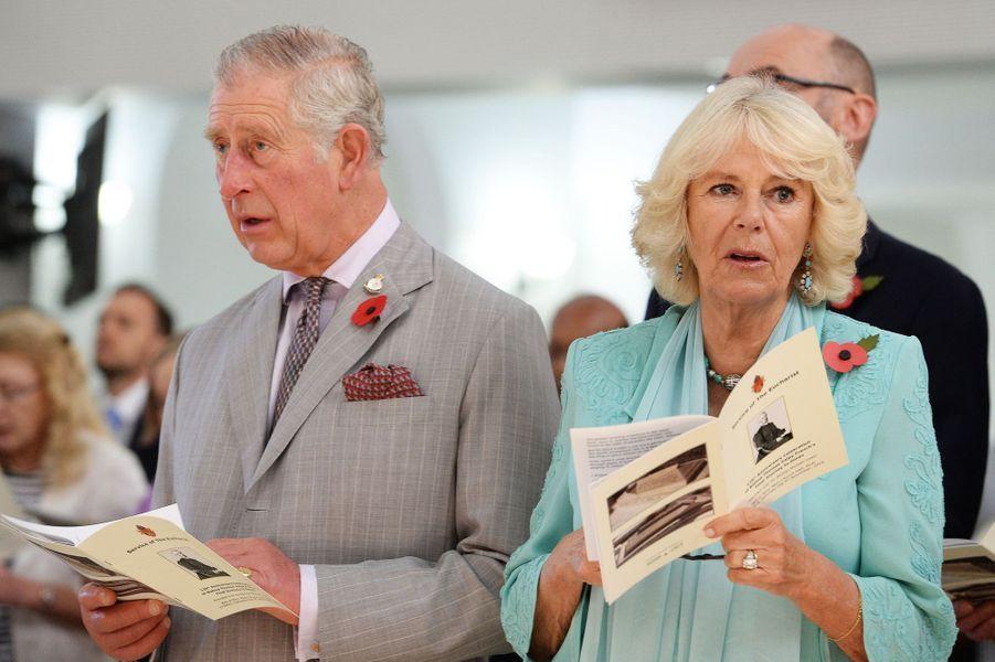 Le prince Charles et la duchesse de Cornouailles Camilla à un office religieux à Mascate, le 5 novembre 2016