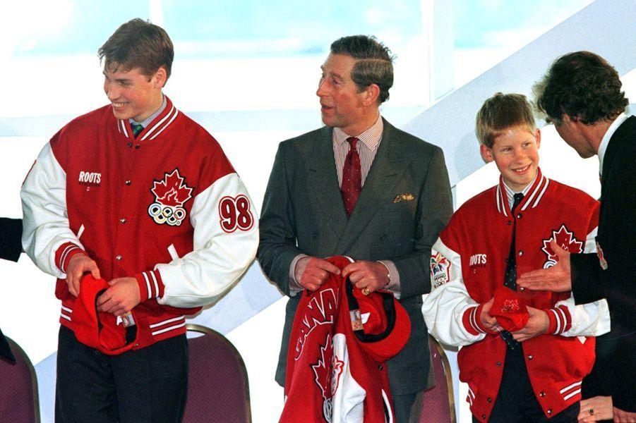 Le prince Charles avec ses fils les princes William et Harry à Vancouver, le 24 mars 1998