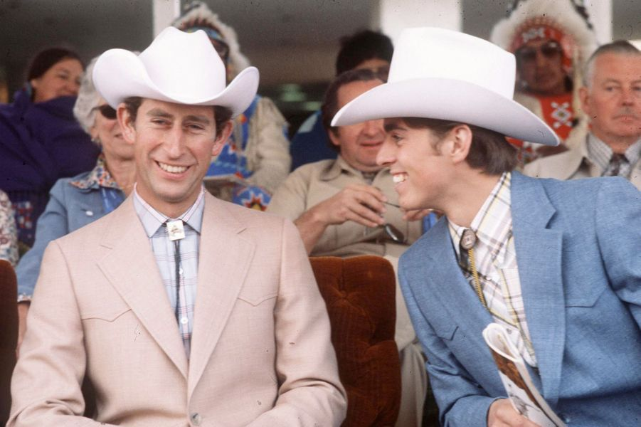 Le prince Charles avec son frère le prince Andrew à Calgary, en 1977