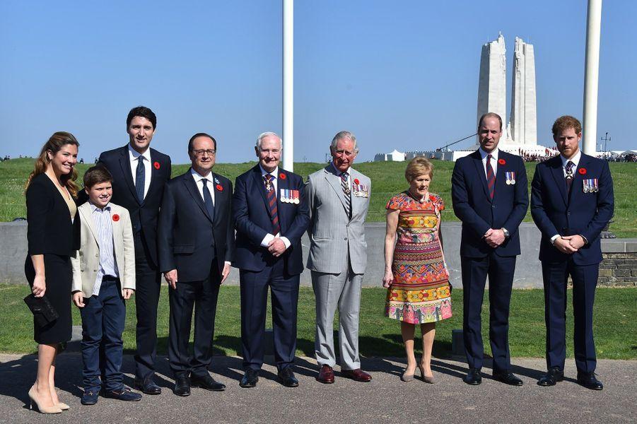 Justin Trudeau, de son épouse Sophie Grégoire et de leur fils Xavier, François Hollande, leGouverneur général du CanadaDavid Johnston et son épouse Sharon, le prince Charles, William et Harry