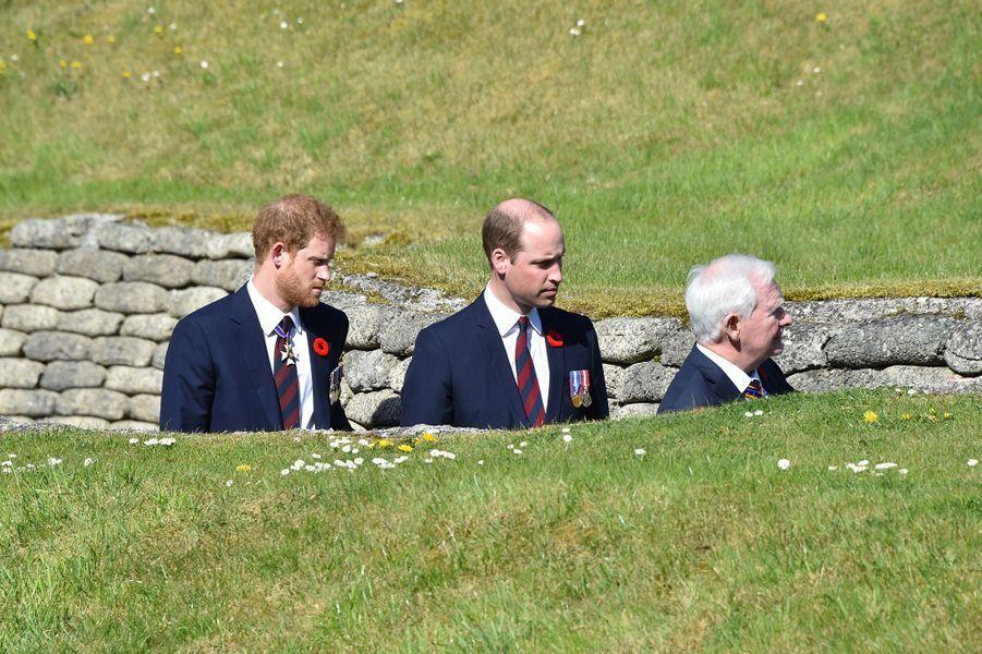 Le princes Harry et William dans les tranchées de Vimy dimanche