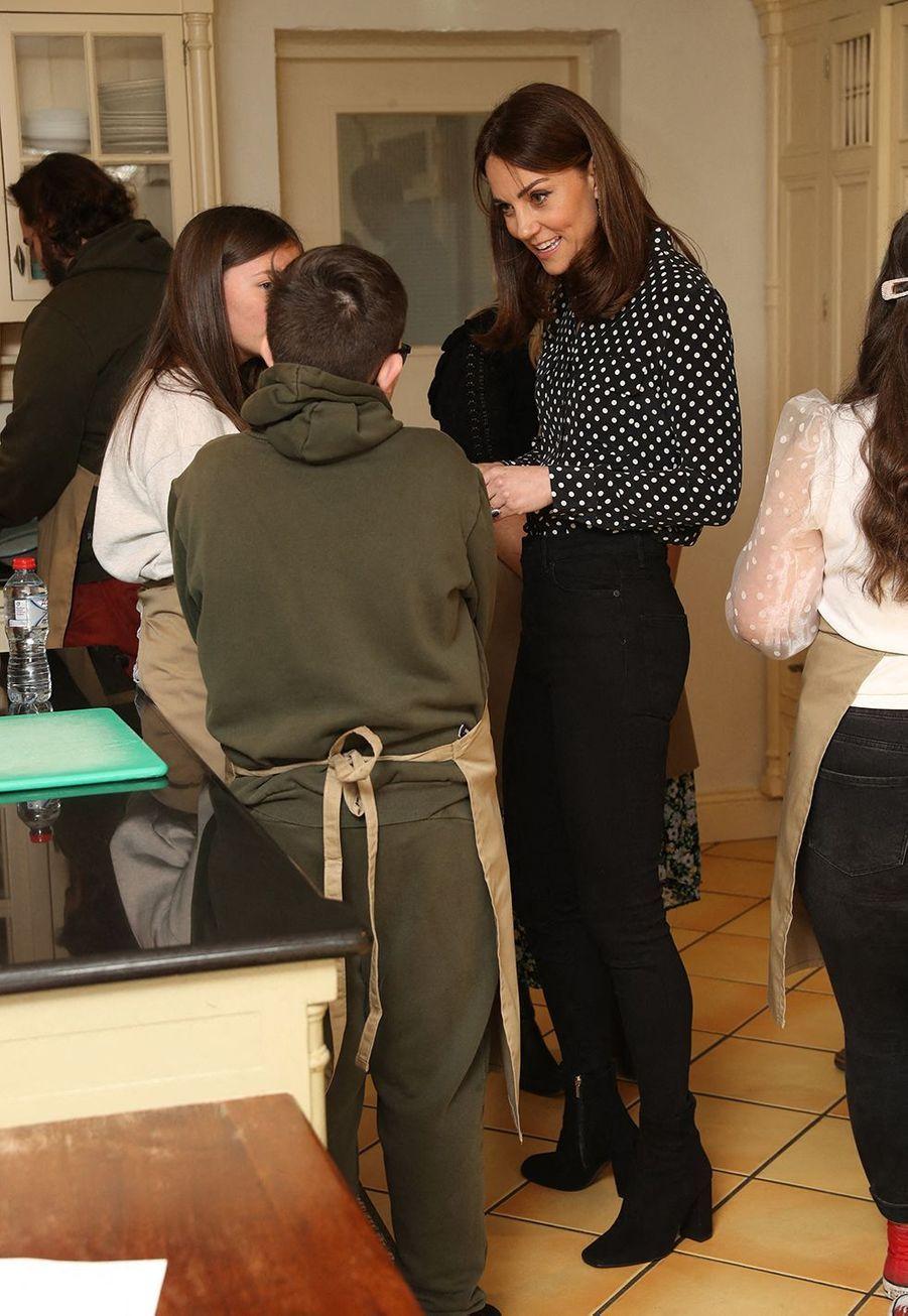Kate Middleton et le prince William lors de leur visite à la Savannah House, une maison gérée par une organisation de bienfaisanceà Dublin le 4 mars 2020.